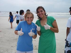 alternative spring break beach cleanup